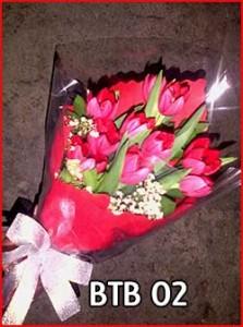 BTB-02-Hand-buket-tulip-merah