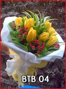 BTB-04-Hand-buket-tulip-kuning