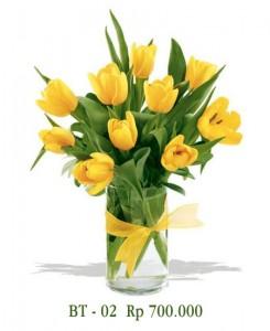 vas-bunga-tulip-kuning