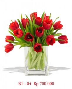 vas-bunga-tulip-merah-2