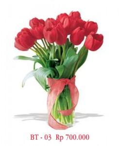 vas-bunga-tulip-merah