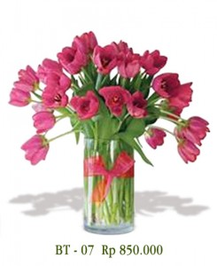 vas-bunga-tulip-pink-2