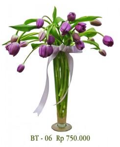 vas-bunga-tulip-ungu-1