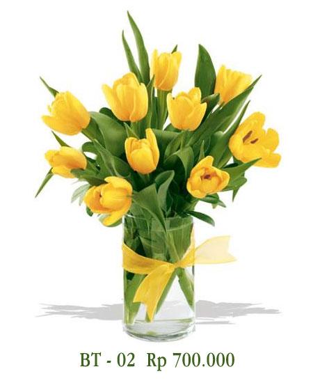 Vas Bunga Tulip Kuning Valentine
