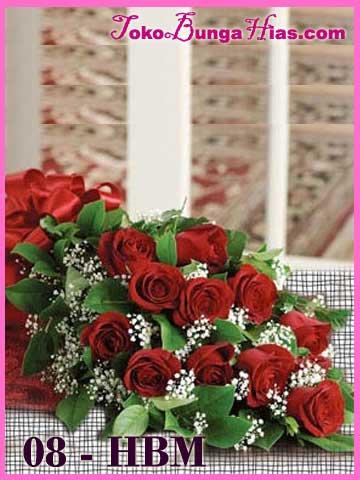 Hand-Bouquet-Mawar-Merah