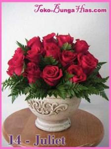 rangkaian vas bunga mawar merah juliet